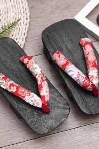 Guốc Gỗ Nhật Bản Đế Đen Quai Hoa Đỏ Size 38