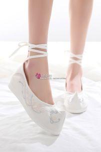 Giày Vải Thêu Cổ Trang Trắng Mũi Nhọn Size 37 Đế 5cm