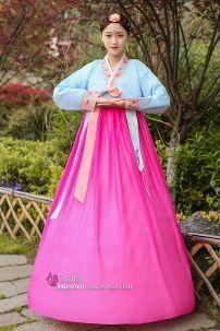 Hanbok Áo Xanh Váy Hồng Viền Carot Thêu Hoa